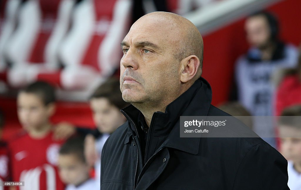 Coach of Lille Frederic Antonetti looks on during the French Ligue 1 match between Lille OSC (LOSC) and AS Saint-Etienne (ASSE) at Stade Pierre Mauroy on December 2, 2015 in Lille, France.
