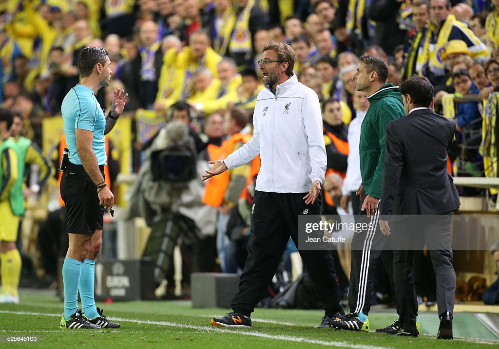 Coach of Liverpool Jurgen Klopp reacts to the Referee Damir Skomina of Slovenia during the UEFA Europa League semi final first leg match between Villarreal CF and Liverpool FC at Estadio El Madrigal stadium on April 28, 2016 in Villarreal, Spain.
