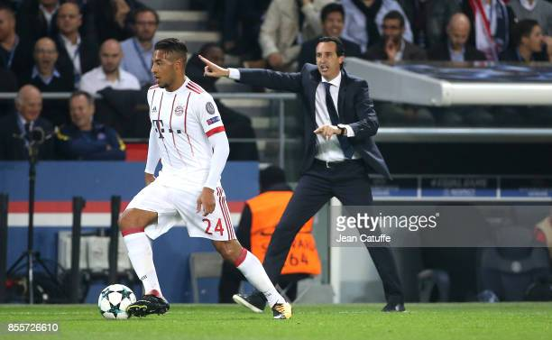 Coach of PSG Unai Emery Corentin Tolisso of Bayern Munich during the UEFA Champions League group B match between Paris SaintGermain and Bayern...