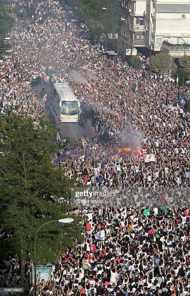 Coach of Real Madrid team is surrounded by supporters as it arrives at the stadium before the UEFA Champions League semi-final second leg football match Real Madrid CF vs Manchester City FC at the Santiago Bernabeu stadium in Madrid, on May 4, 2016. / AFP / CESAR