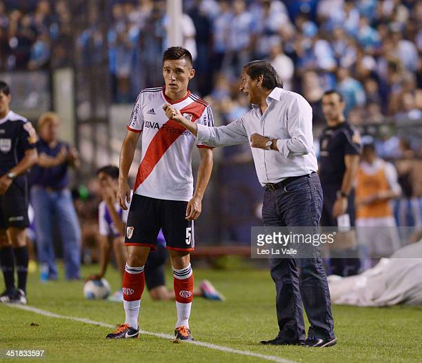 Coach of River Plate Ramon Diaz talks to Matias Kranevitter of River Plate during a match between Racing Club and River Plate as part the Torneo...