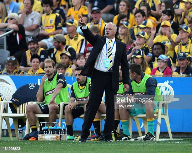 Coach of the Mariners Graham Arnold instructs his team during the round one ALeague match between the Central Coast Mariners and the Western Sydney...