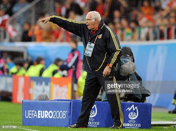 Coach of the Spanish national football team Luis Aragones gestures during the Euro 2008 Championships Group D football match Spain vs Russia on June...