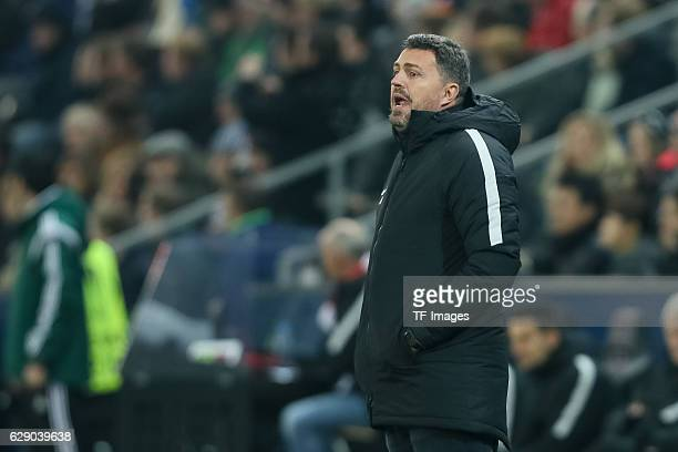 coach Oscar Garcia of Salzburg looks on during the UEFA Europa League match between FC Salzburg and FC Schalke 04 at Red Bull Arena in Salzburg...