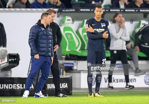 Coach Pal Dardai and Davie Selke of Hertha BSC during the game between VfL Wolfsburg and Hertha BSC on november 5 2017 in Wolfsburg Germany