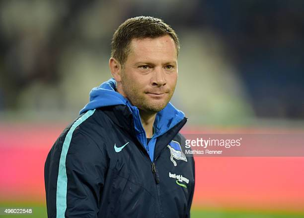 coach Pal Dardai of Hertha BSC during the Bundesliga match between Hannover 96 and Hertha BSC at HDIArena on November 6 2015 in Hanover Germany