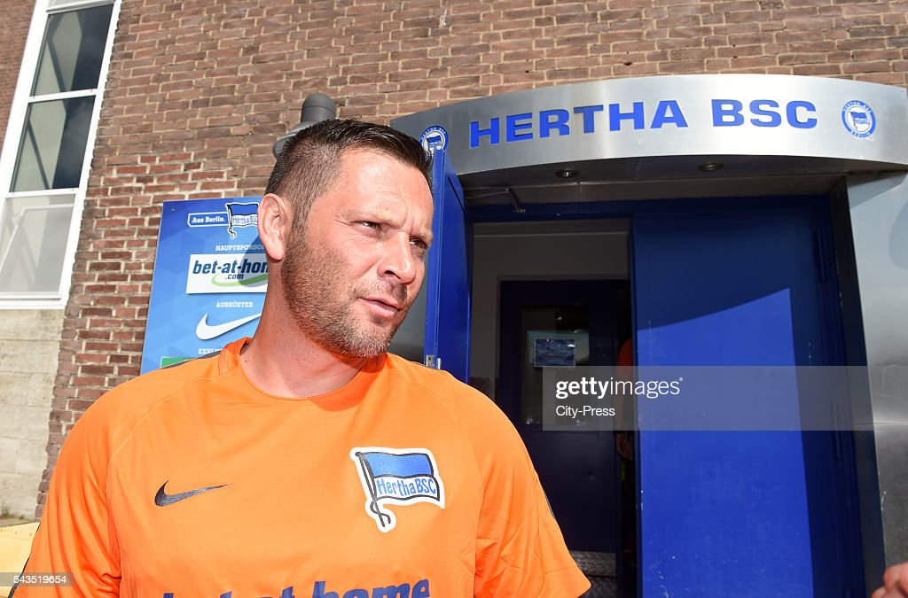 Coach <a gi-track='captionPersonalityLinkClicked' href=/galleries/search?phrase=Pal+Dardai&family=editorial&specificpeople=604310 ng-click='$event.stopPropagation()'>Pal Dardai</a> of Hertha BSC during the training on june 29, 2016 in Berlin, Germany.