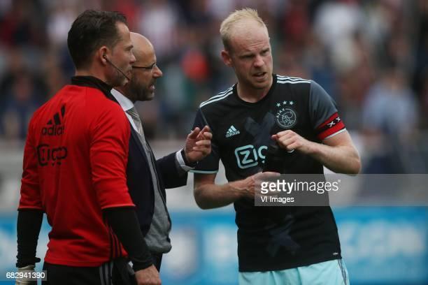 coach Peter Bosz of Ajax Davy Klaassen of Ajaxduring the Dutch Eredivisie match between Willem II Tilburg and Ajax Amsterdam at Koning Willem II...