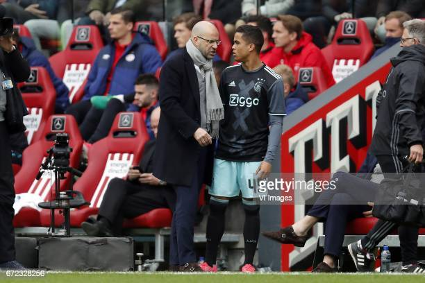 coach Peter Bosz of Ajax Justin Kluivert of Ajaxduring the Dutch Eredivisie match between PSV Eindhoven and Ajax Amsterdam at the Phillips stadium on...