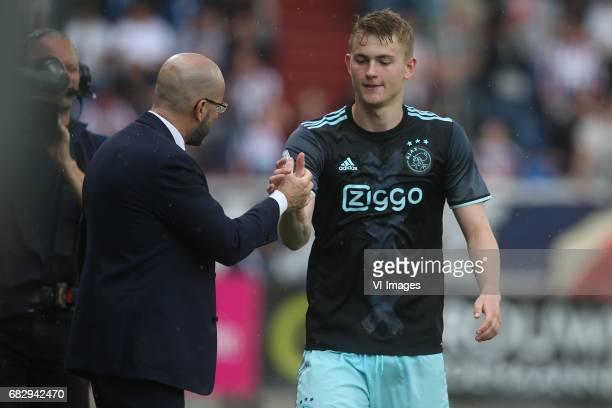coach Peter Bosz of Ajax Matthijs de Ligt of Ajaxduring the Dutch Eredivisie match between Willem II Tilburg and Ajax Amsterdam at Koning Willem II...