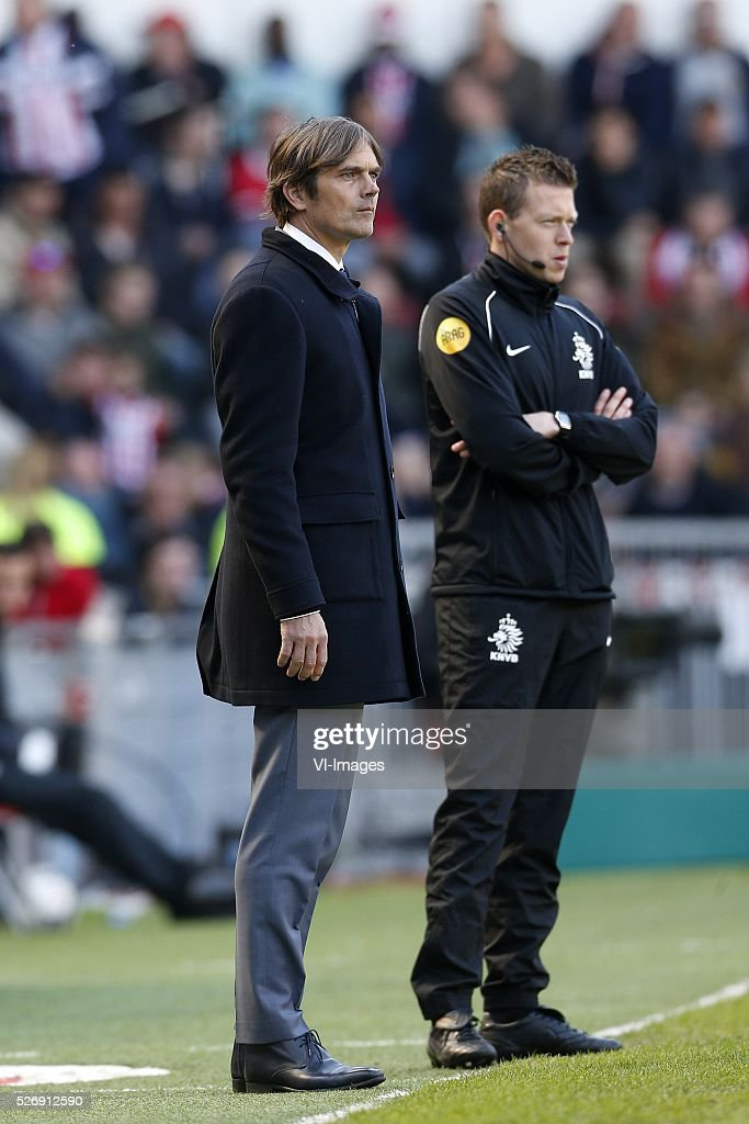 Coach Phillip Cocu of PSV during the Dutch Eredivisie match between PSV Eindhoven and SC Cambuur Leeuwarden at the Phillips stadium on May 01, 2016 in Eindhoven, The Netherlands