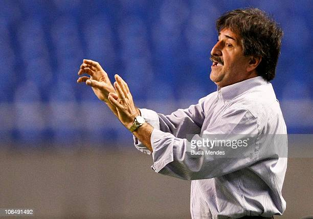 Coach Rene Simoes of AtleticoGO during a match against Botafogo as part of the Serie A at Engenhao Stadium on November 03 2010 in Rio de Janeiro...