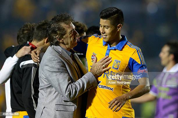Coach Ricardo Lavolpe of Chiapas talks with Hugo Ayala of Tigres at the end of the quarterfinals first leg match between Tigres UANL and Chiapas as...