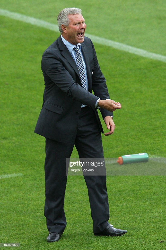 Coach Ricki Herbert of the Phoenix talks to his players during the round 16 A-League match between the Wellington Phoenix and the Western Sydney Wanderers at Westpac Stadium on January 13, 2013 in Wellington, New Zealand.