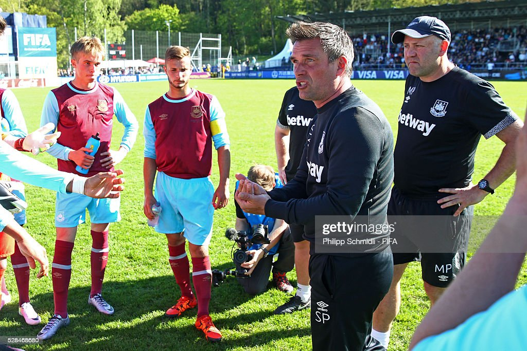 Coach Steve Potts of West Ham United FC speaks to his team during the halftime break of the FIFA Blue Stars 2016/FIFA Youth Cup final match between Grasshopper Club Zurich and West Ham United FC on May 5, 2016 in Zurich, Switzerland.