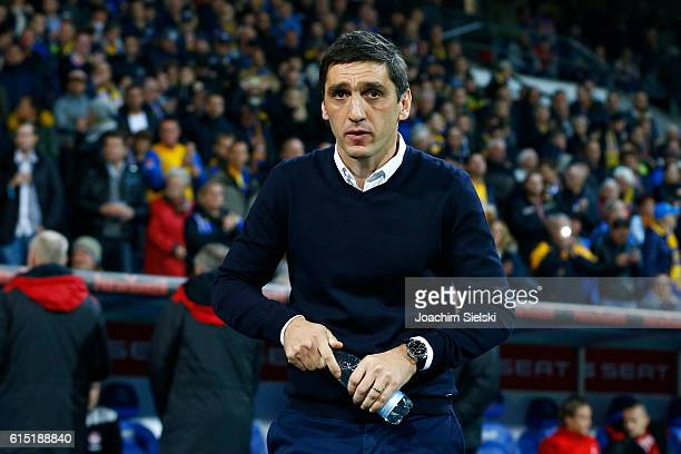 Coach Tayfun Korkut of Kaiserslautern before the Second Bundesliga match between Eintracht Braunschweig and 1 FC Kaiserslautern at Eintracht Stadion...