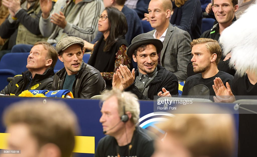 coach <a gi-track='captionPersonalityLinkClicked' href=/galleries/search?phrase=Thomas+Tuchel&family=editorial&specificpeople=5927236 ng-click='$event.stopPropagation()'>Thomas Tuchel</a>, <a gi-track='captionPersonalityLinkClicked' href=/galleries/search?phrase=Mats+Hummels&family=editorial&specificpeople=595395 ng-click='$event.stopPropagation()'>Mats Hummels</a> and <a gi-track='captionPersonalityLinkClicked' href=/galleries/search?phrase=Marcel+Schmelzer&family=editorial&specificpeople=5443925 ng-click='$event.stopPropagation()'>Marcel Schmelzer</a> of Borussia Dortmund during the game between Alba Berlin and the MHP Riesen Ludwigsburg on february 6, 2016 in Berlin, Germany.
