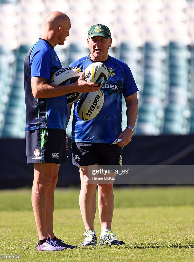 Coach Tim Sheens talks with Craig Fitzgibbon during an Australian Kangaroos Captain's Run at Allianz Stadium on May 1, 2014 in Sydney, Australia.