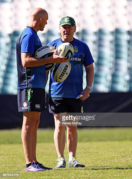 Coach Tim Sheens talks with Craig Fitzgibbon during an Australian Kangaroos Captain's Run at Allianz Stadium on May 1 2014 in Sydney Australia
