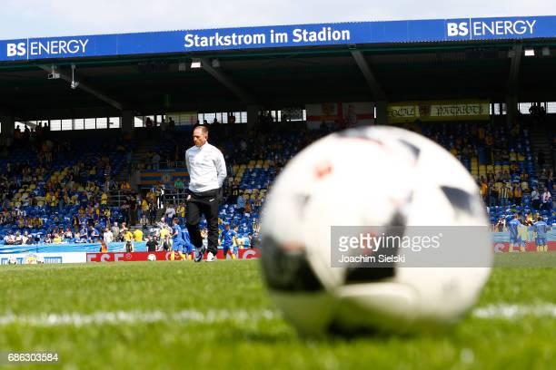 Coach Torsten Lieberknecht of Braunschweig before the Second Bundesliga match between Eintracht Braunschweig and Karlsruher SC at Eintracht Stadion...