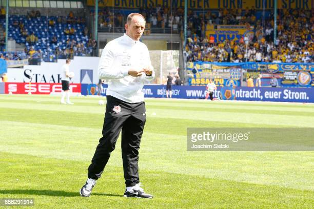 Coach Torsten Lieberknecht of Braunschweig before the Second Bundesliga match between Eintracht Braunschweig and Karlsruher SC at Eintracht Stadion...