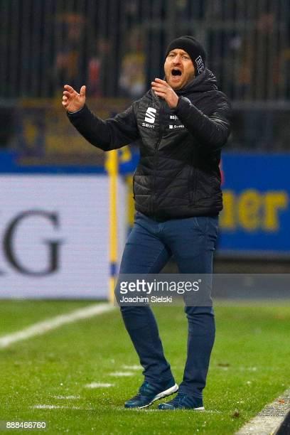 Coach Torsten Lieberknecht of Braunschweig during the Second Bundesliga match between Eintracht Braunschweig and Holstein Kiel at Eintracht Stadion...