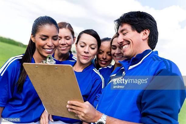 Entrenador con un equipo de fútbol americano