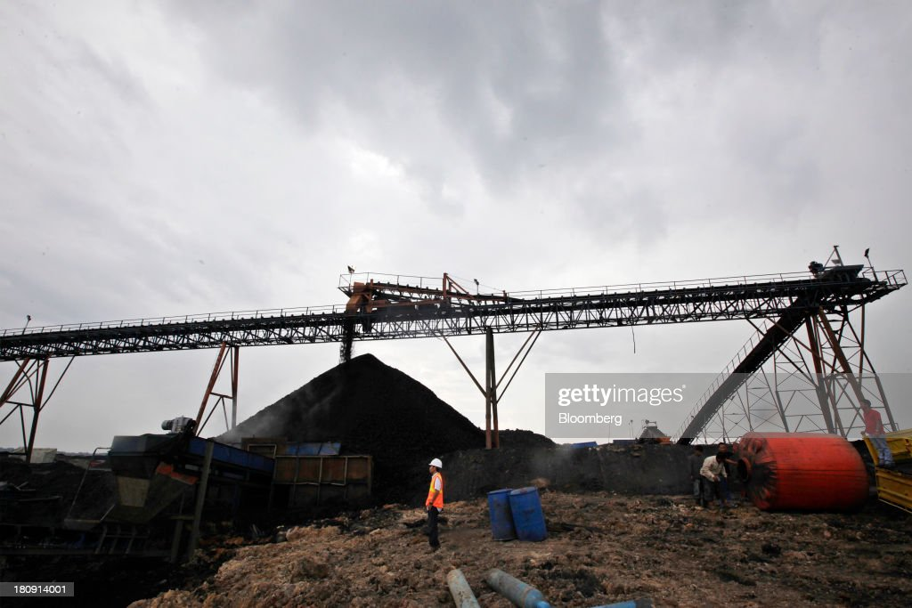 Coal falls from a conveyor onto a stockpile at the PT Exploitasi Energi Indonesia open pit coal mine in Palaran, East Kalimantan province, Indonesia, on Friday, Sept. 13, 2013. Prices of power-station coal in Indonesia, the worlds biggest exporter, may be little changed in coming weeks, according to Bloomberg News survey. Photographer: Dadang Tri/Bloomberg via Getty Images