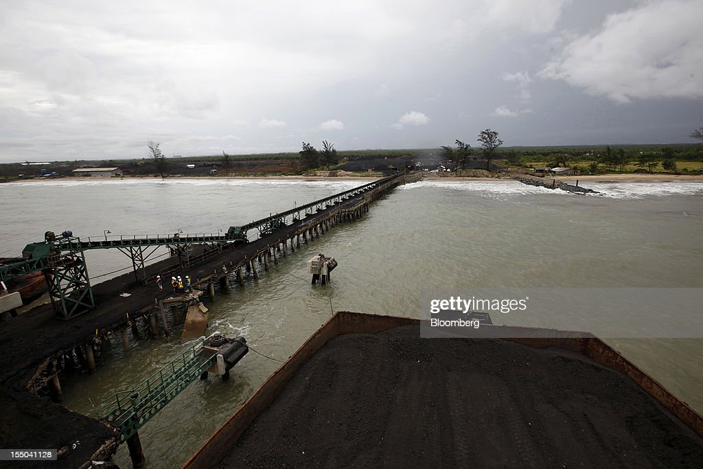 Coal is collected in a barge at the loading dock of the PT Exploitasi Energi Indonesia operations in Asam-Asam, South Kalimantan, Indonesia, on Monday Oct. 29, 2012. Indonesia, the world's largest exporter of coal for electricity generation, will reduce the amount of the fuel that producers must sell to buyers inside the country for next year by 9.4 percent. Photographer: Dadang Tri/Bloomberg via Getty Images