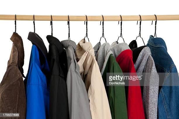 Mäntel hängen auf Standardpreis
