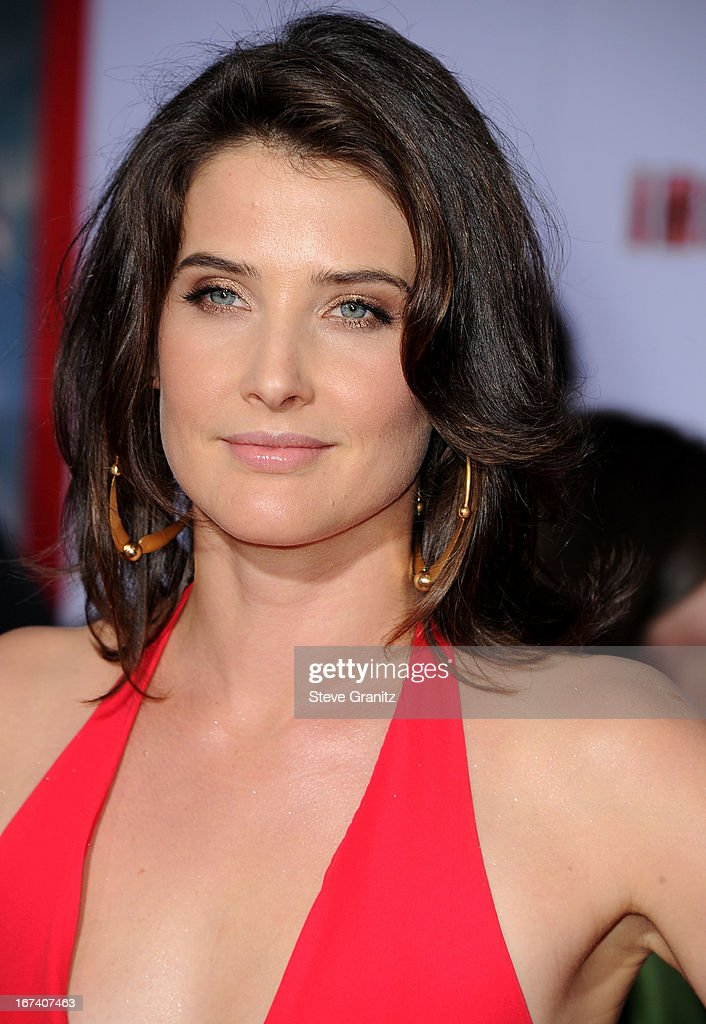 Cobie Smulders arrives at the 'Iron Man 3' - Los Angeles Premiere at the El Capitan Theatre on April 24, 2013 in Hollywood, California.
