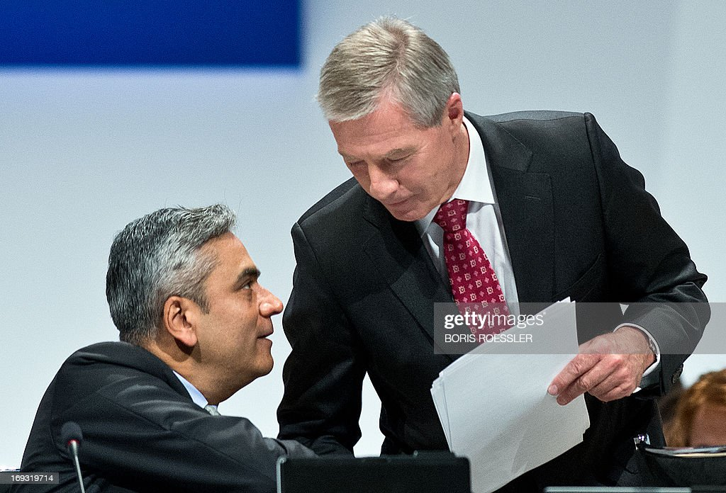 Co-chairmen of Germany's biggest bank Deutsche Bank Anshu Jain (L) and Juergen Fitschen talk as they attend Deutsche Bank's annual general meeting on May 23, 2013 in Frankfurt am Main, western Germany. AFP PHOTO / BORIS ROESSLER / GERMANY OUT
