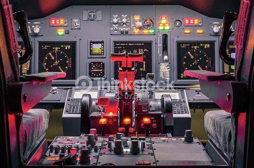 cockpit dune maison et simulateur de vol photo thinkstock. Black Bedroom Furniture Sets. Home Design Ideas