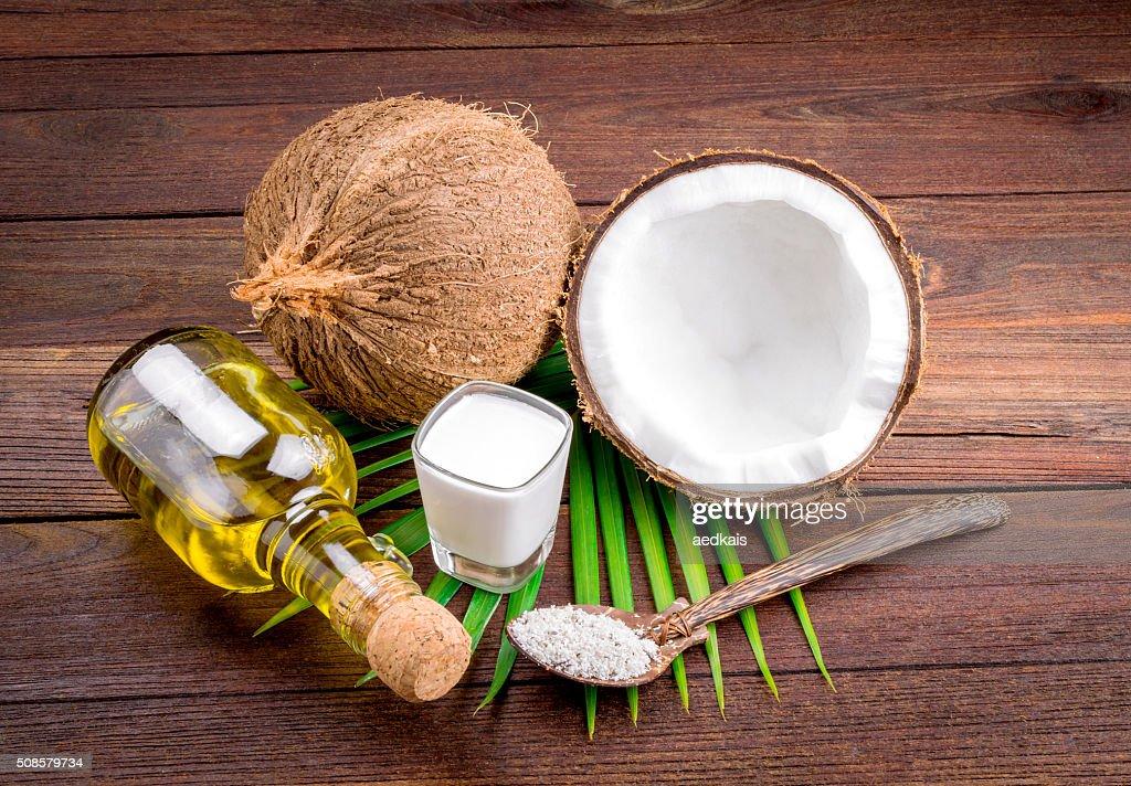 ココナッツミルクとココナッツオイル : ストックフォト