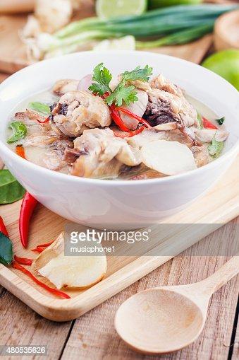 Lait de noix de coco avec du poulet. Traditionnel thaï de Soupe Tom Kha Gai» : Photo