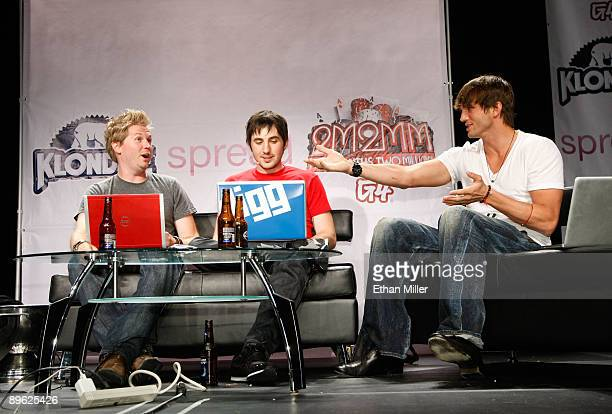 Cocreator of podcast 'The Totally Rad Show' Alex Albrecht Digg founder Kevin Rose and actor Ashton Kutcher speak during a taping of Diggnation a pop...