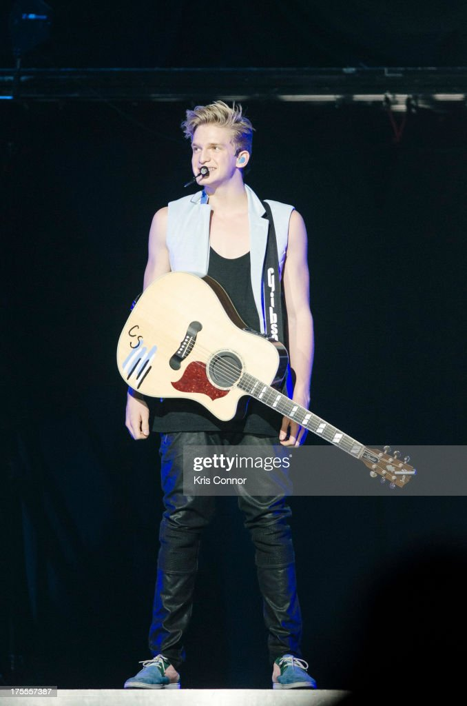 <a gi-track='captionPersonalityLinkClicked' href=/galleries/search?phrase=Cody+Simpson&family=editorial&specificpeople=7068455 ng-click='$event.stopPropagation()'>Cody Simpson</a> performs at the Verizon Center on August 3, 2013 in the Washington, DC.