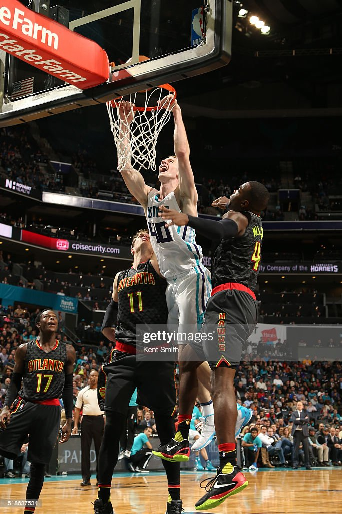 Cody Zeller #40 of the Charlotte Hornets dunks the ball during the game against the Atlanta Hawks on January 13, 2016 at Time Warner Cable Arena in Charlotte, North Carolina.