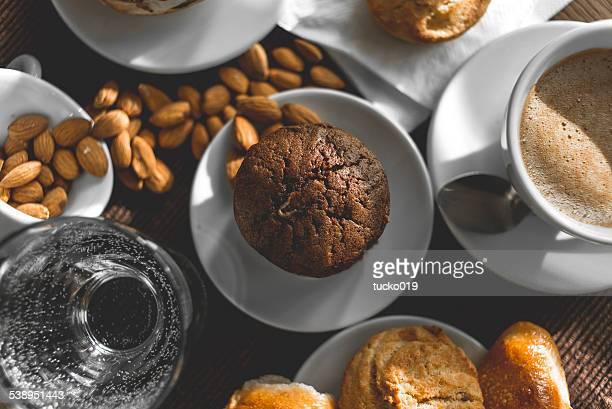 Desayuno con café y dulce
