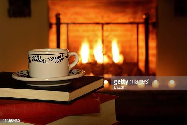 Kaffeetasse und Kamin