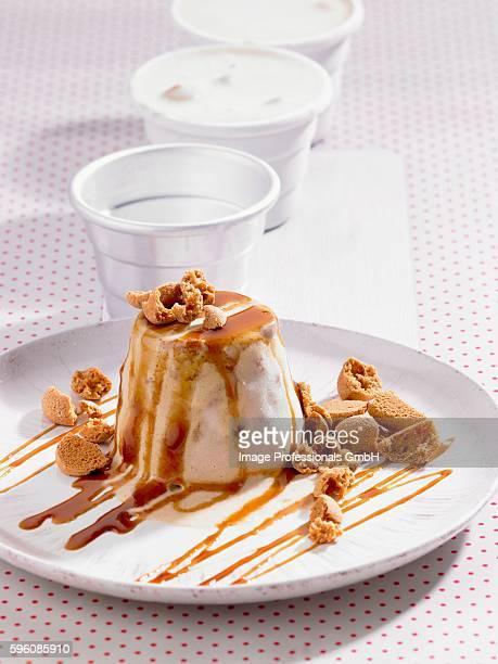 Coffee ice cream with Amerettini and caramel sauce