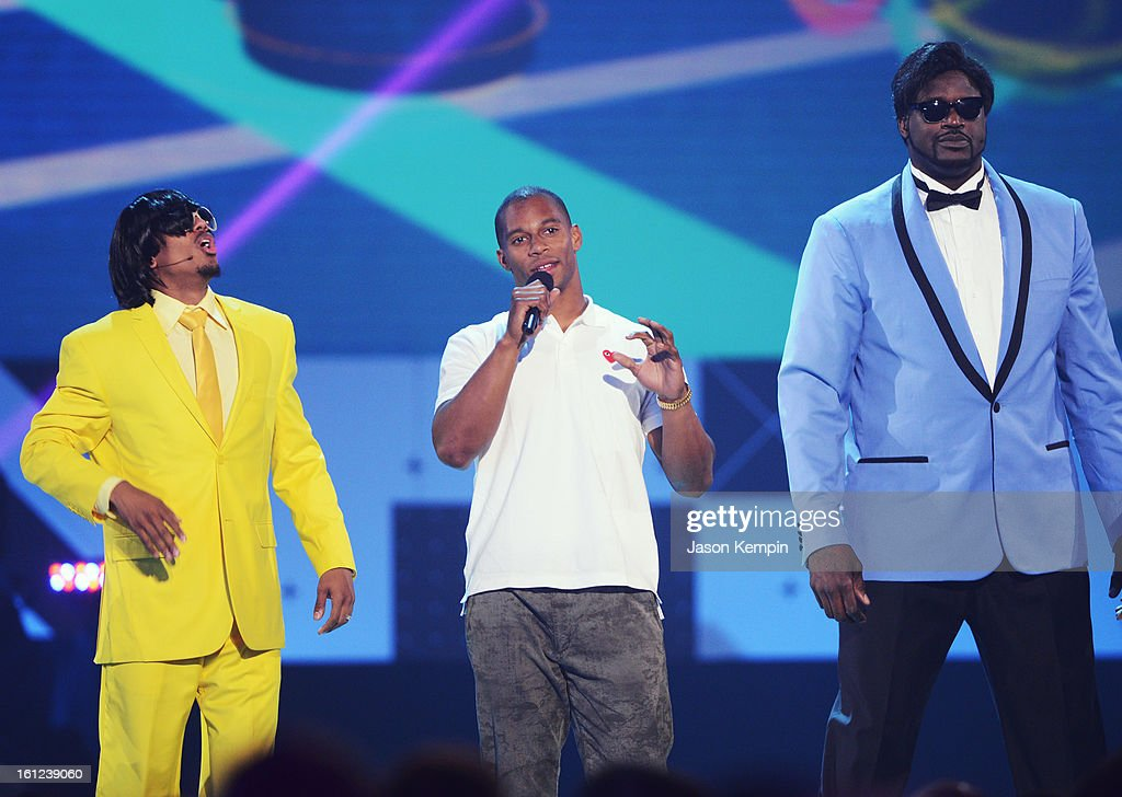 Co-host Nick Cannon, Victor Cruz and host Shaquille O'Neal speak onstage at the Third Annual Hall of Game Awards hosted by Cartoon Network at Barker Hangar on February 9, 2013 in Santa Monica, California. 23270_003_JK_0883.JPG