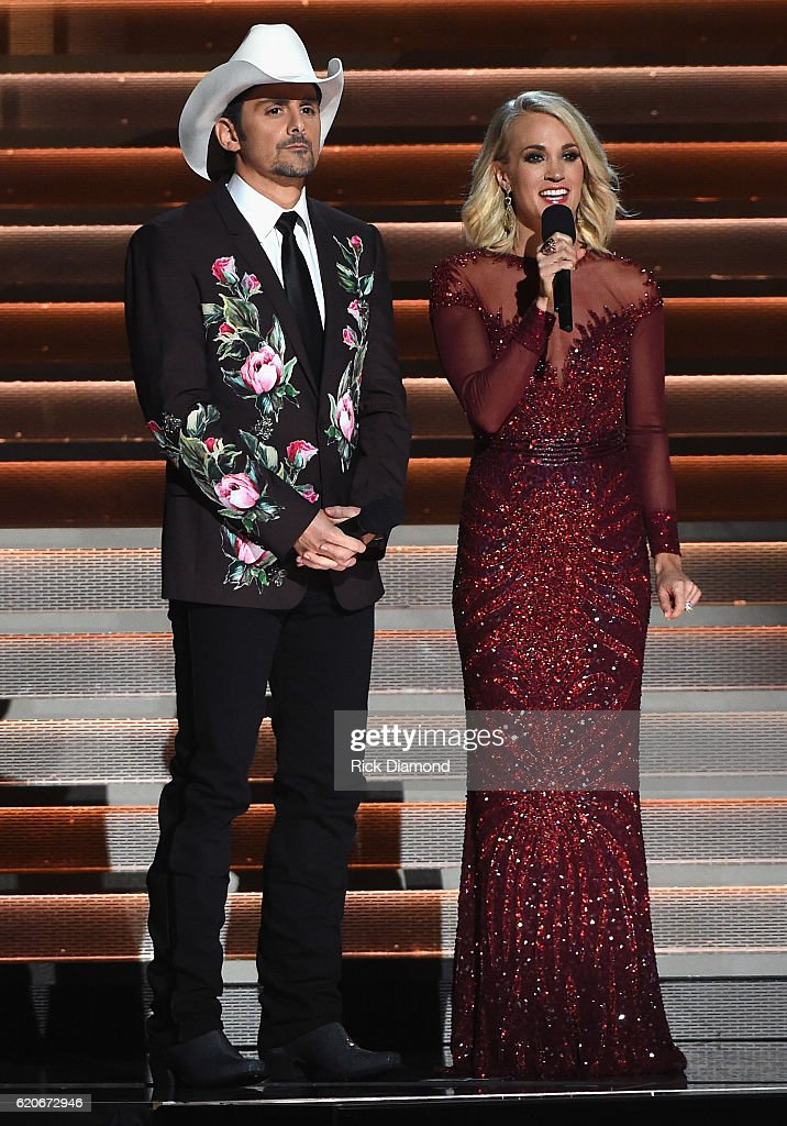 cohosts-brad-paisley-and-carrie-underwood-perform-onstage-at-the-50th-picture-id620672946