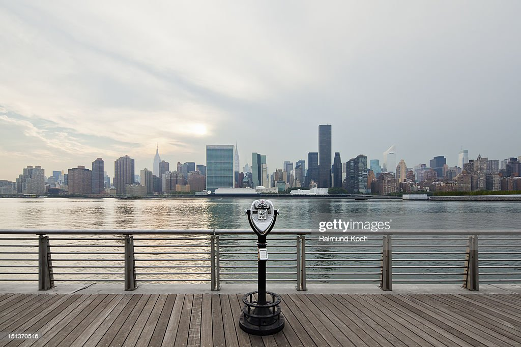 Coin binoculars at East River waterfront : Stock Photo