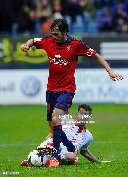 Coke Andujar of Sevilla FC duels for the ball with Alejandro Arribas of CA Osasuna during the La Liga match between CA Osasuna and Sevilla FC at...