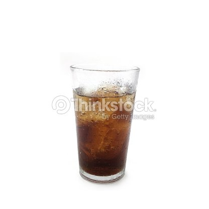 cola im glas mit eis auf wei em hintergrund stock foto thinkstock. Black Bedroom Furniture Sets. Home Design Ideas