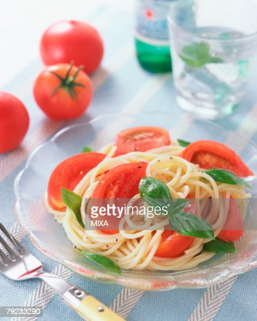 Cold spaghetti with tomatoes : Stock Photo