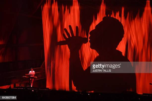 TOPSHOT Coldplay's Chris Martin performs with The Chainsmokers during the BRIT Awards 2017 ceremony and live show in London on February 22 2017 / AFP...