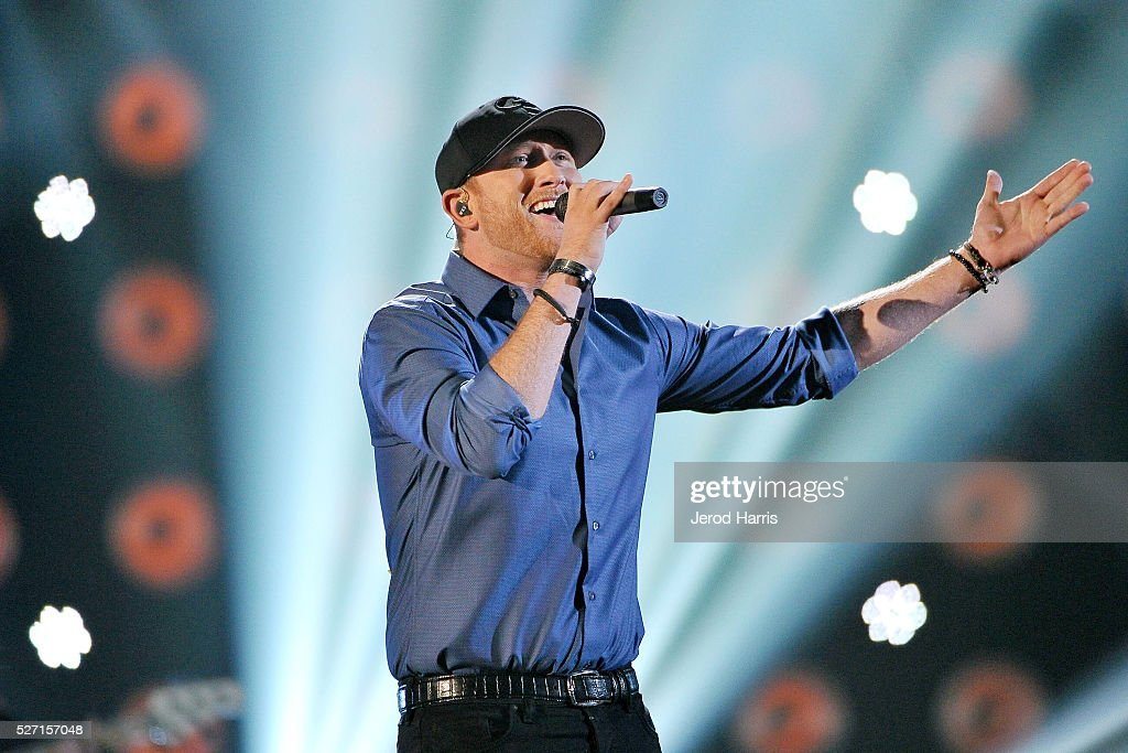 <a gi-track='captionPersonalityLinkClicked' href=/galleries/search?phrase=Cole+Swindell&family=editorial&specificpeople=11613741 ng-click='$event.stopPropagation()'>Cole Swindell</a> performs at the 2016 American Country Countdown Awards at The Forum on May 1, 2016 in Inglewood, California.