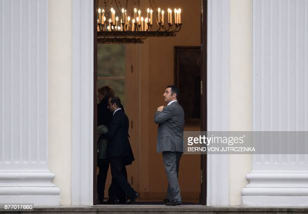 Coleader of the Greens ecologist party Cem Ozdemir arrives at the Bellevue Palace in Berlin for a meeting with the German President on November 21...